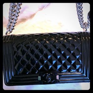 Chanel old medium Boy Bag in Black. Stunning!!!!